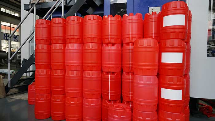 25-liter-lubricate-oil-blow-molding-machine-3